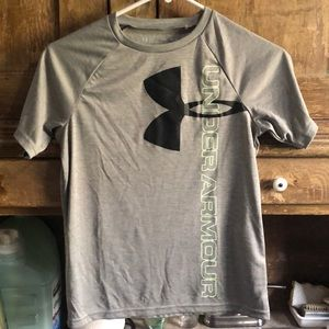 Junior Under Armour t-shirt, size YMF/JM/M